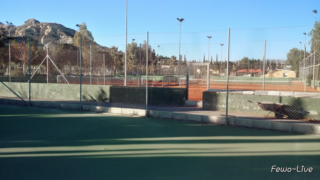 Go tennis in Spain Hardcourt and red Claycourt